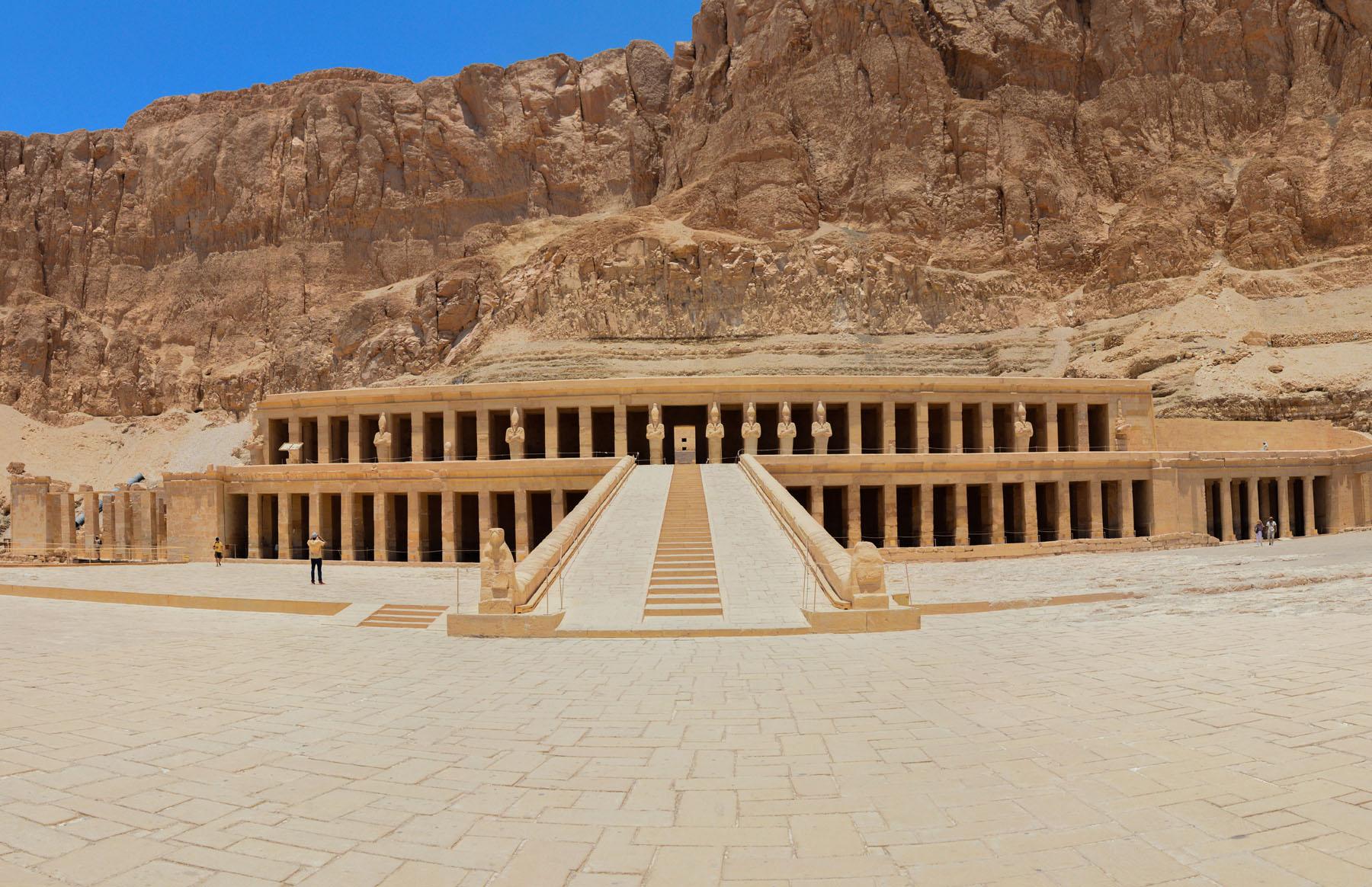معبد حتشبسوت - إكتشف الآثار المصرية - وزارة السياحة والآثار