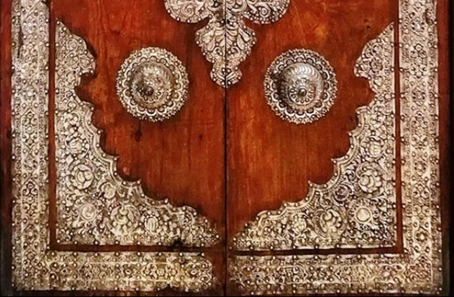 Door of silver laminated wood