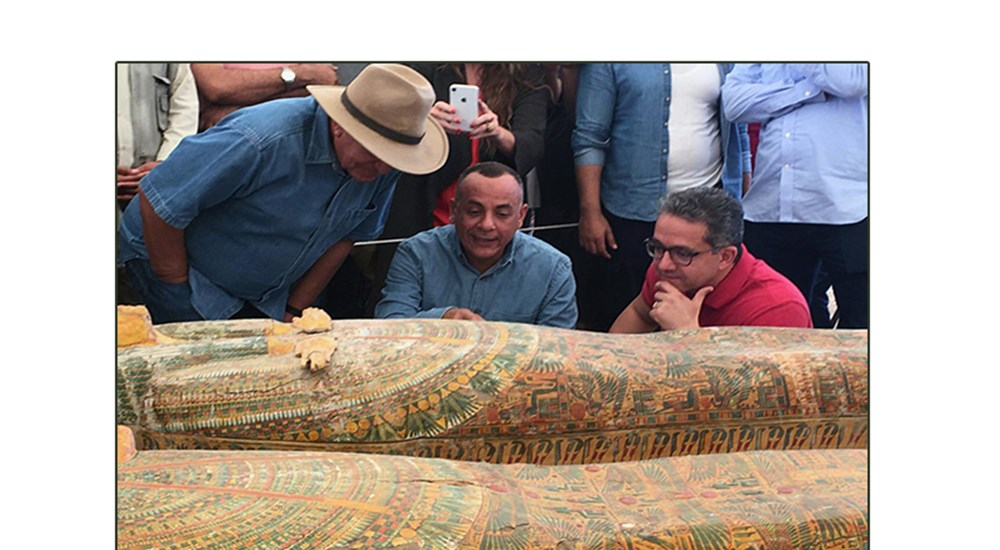 Detection of 30 colored wooden human sarcophagi in good condition of preservation
