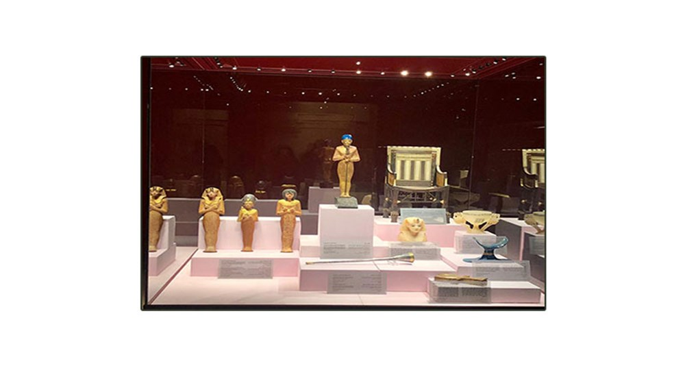 Minister of Tourism and Antiquities inspected the temporary exhibition in Hurghada of some of Tutankhamun's treasures